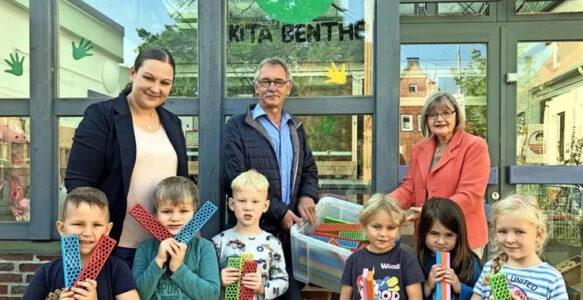 Buntes Geschenk: Lions Club spendet neue Bausteine für Kita Benthe
